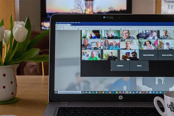 Online meeting screen